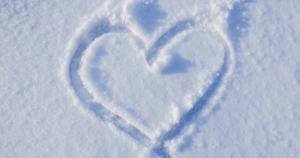 雪に書いたハートマーク